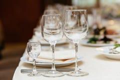 Closeup som skjutas av tomma vinexponeringsglas Royaltyfria Foton