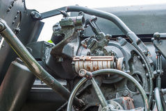 Closeup till att sikta utrustningskalan av den militära kanonen arkivbild