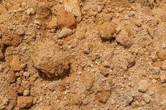 Closeup till smulig jord på jordbakgrund Royaltyfri Bild