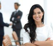 closeup Utövande kvinna i kontoret royaltyfri fotografi