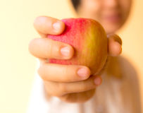 Closeup a woman holding a apple Royalty Free Stock Photos