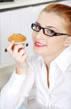 Closeup on woman holding a cupcake. Royalty Free Stock Photography
