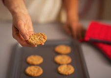 Closeup on woman showing christmas cookie from pan Royalty Free Stock Photos