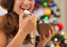 Closeup on young woman eating cookies Royalty Free Stock Photography