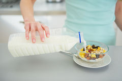 Closeup on young woman making healthy breakfast Royalty Free Stock Images