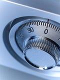 Closeupbild av ett mekaniskt säkert lås arkivfoto