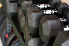 Closeupbild av kromhantlar Arkivfoto