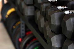 Closeupbild av kromhantlar Arkivfoton