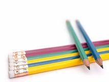 Closeupblyertspenna som är pålagd en vit bakgrund Royaltyfri Foto