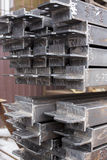 Closeupbunt av högen för stålstång med släpandet Stålkonstruktion Royaltyfri Fotografi