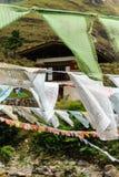 Closeupen av bönen sjunker på järnbron av den Tamchog Lhakhang kloster, den Paro floden, Bhutan Fotografering för Bildbyråer