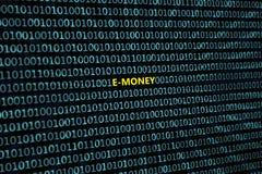 Closeupen av den binära koden, med de radiella strålarna för inskrift`-E-pengar ` avviker från inskriften stock illustrationer