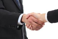 Closeupen av en affärsman och en kvinna räcker handshaking Arkivbild