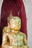 Closeupen av framsidan och händer av buddha ` s avbildar Arkivfoto