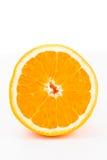 Closeupen av inom av en apelsin klippte i halva Royaltyfri Bild