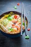 Closeupen av malaysian soppa med räkan och kokosnöten mjölkar royaltyfri foto