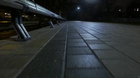 Closeupen av trottoar går 4k UHD arkivfilmer