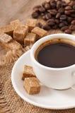 Closeupen beskådar av en kupa av kaffe Arkivbild