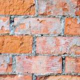 Closeupen för makroen för textur för väggen för röd tegelsten, knäckt gammal åldrig detaljerad grov grunge texturerade tegelstena Fotografering för Bildbyråer