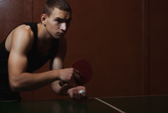 Closeupen knackar pong, bordtennisspelare, arkivbild