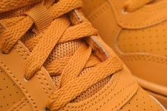 closeupen shoes sporten Royaltyfria Bilder
