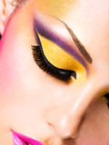 Härligt vända mot av en kvinna med danar makeup Arkivfoto