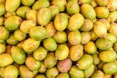 Closeupfoto av ny och grön frukt, ambarella arkivbilder