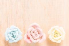 Closeuppastellros på träbakgrund Royaltyfri Foto