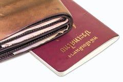 Closeupplånbok och pass på en vit bakgrund Royaltyfria Bilder