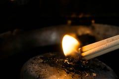 Closeuprökelse för respekt, rökelse i relikskrin, rökelse Fotografering för Bildbyråer