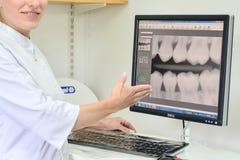 Closeups på praktik för tandläkare` s royaltyfri foto