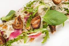 Closeupsallad från kulöra nya grönsaker Arkivfoto