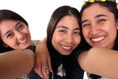 Closeupselfie av tre asiatiska flickavänner Arkivfoto