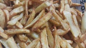 Closeupsikt av franska sm?fiskar f?r potatis eller grillade potatispinnar royaltyfri foto