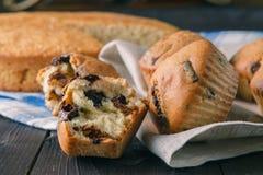 Closeupsikt av nya drog tillbaka muffin Royaltyfria Foton
