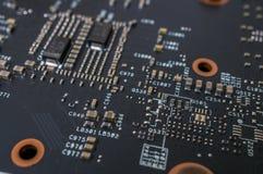 Closeupsikt på den elektroniska strömkretsen av videocarden fotografering för bildbyråer