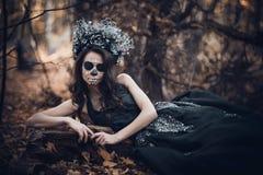 Closeupstående av Calavera Catrina i svart klänning Sockerskallemakeup de diameter los muertos död dag halloween royaltyfri fotografi