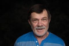 Closeupstående av den äldre mannen Arkivfoto