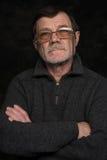 Closeupstående av den äldre mannen med exponeringsglas Arkivbilder