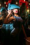 Closeupstående av den unga härliga kvinnan i en märkes- ehat royaltyfri fotografi