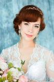 Closeupstående av den unga ursnygga bruden Royaltyfria Foton