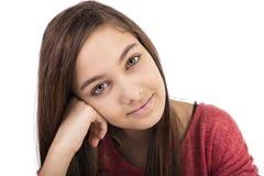 Closeupstående av en härlig tonårs- flicka med långt hår arkivbild