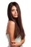 Closeupstående av en härlig ung kvinna med elegantt långt skina hår arkivfoto