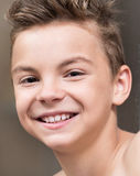 Closeupstående av en tonårig pojke royaltyfri foto