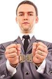 Closeupstående av en ung affärsman med handfängslade händer royaltyfria foton