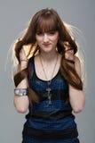 Closeupstående av glamourunga flickan med härligt långt hår arkivbild