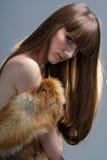 Closeupstående av glamourunga flickan med härligt långt hår arkivfoton