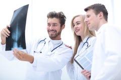 Closeupstående av intellektuella sjukvårdprofessionell med w Royaltyfri Bild
