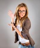 Closeupstående av lyckligt ungt peka för affärskvinna royaltyfri fotografi