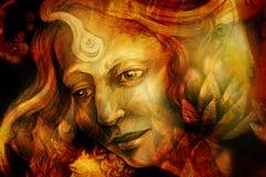 Closeupståenden av en konstnärlig kvinna målade med röd och grön färg Arkivfoto